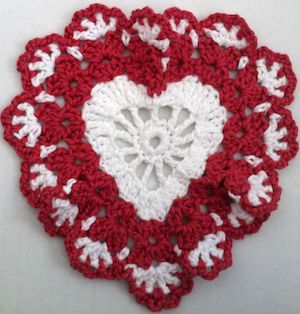Sweetheart Dishcloth FREE Crochet Pattern  - pinned by Hook & Needle Around