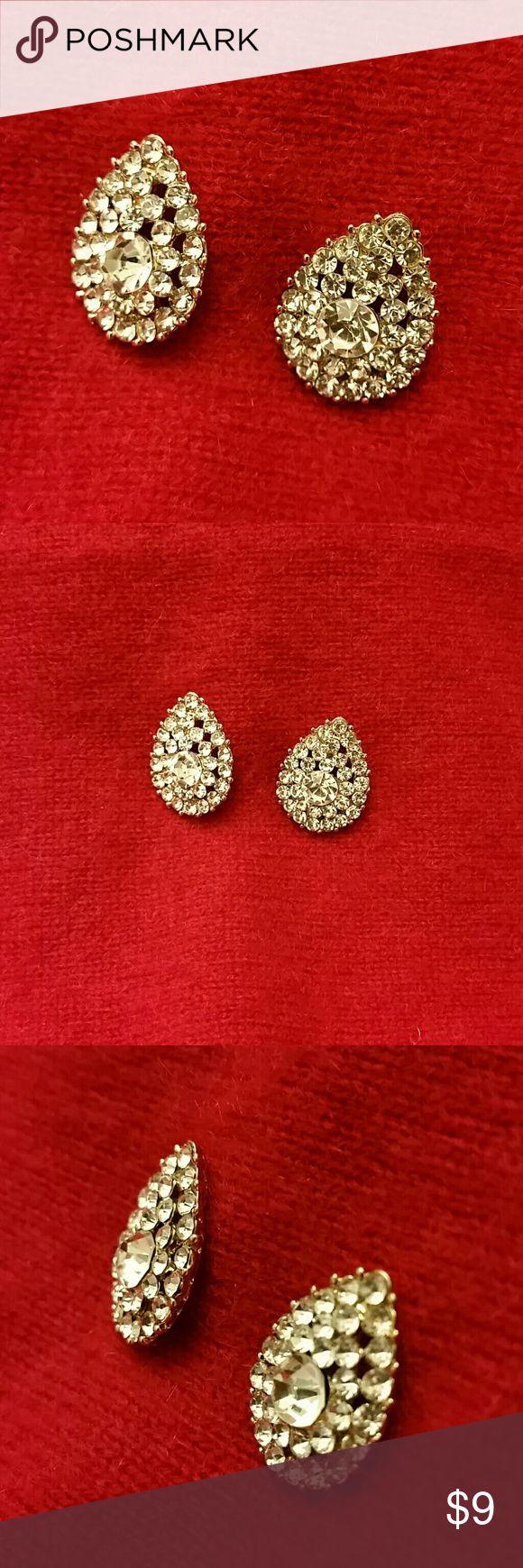 """Ellen Tracy earrings Beautiful gold tone/rhinestone earrings measure about 1/2""""'wide x 3/4"""" high. NEVER WORN...NWOT Ellen Tracy Jewelry Earrings"""