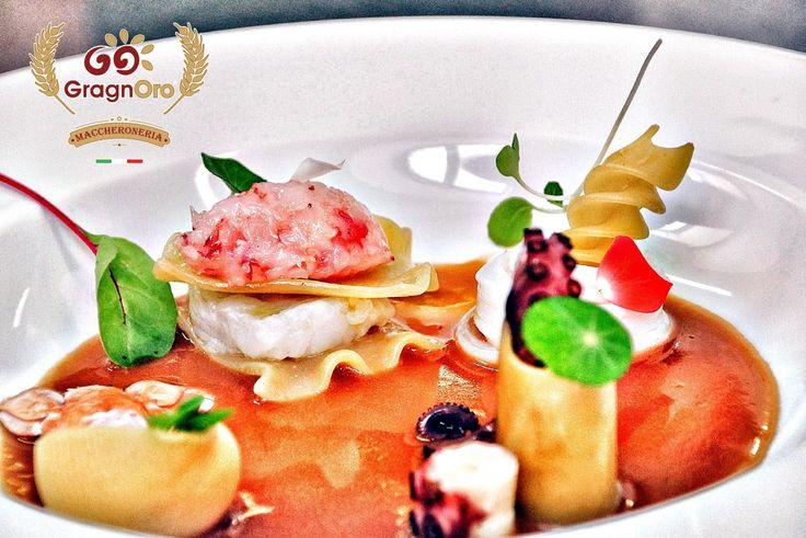 E' sempre il pescatore a scatenare la Fantasia dello chef. E @cirolongobard chef del @ristorante_belvedere_sorrento ha dimostrato che la perfezione esiste nella folli del mare.  #sorrento #pastagragnoro #pescatora #100ita #slowfood #primipiatti #tradizione #gourmet #cucinapartenopea #hoteltramontano #ristorantebelvedere #italia #italianfood #foodporn #cucinaitaliana