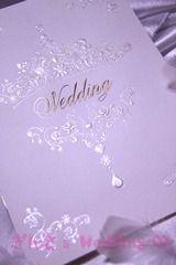 淡いパープルとシルバーの組み合わせがエレガント☆ セクシーなパープルの席次表まとめ。結婚式の席次表デザイン一覧。