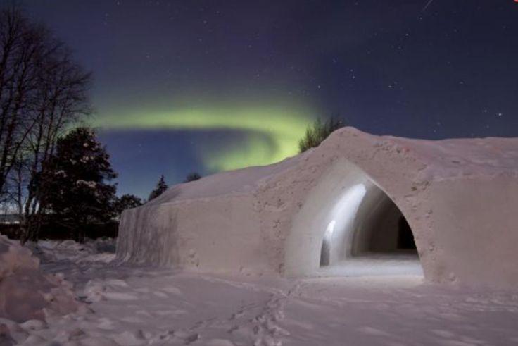 Natuurliefhebbers opgelet! In het koude Finland vind je het 3-sterren Artic Snow hotel, dat dienst doet sinds 2008. Een arctische ervaring, zoals je die nog niet eerder hebt meegemaakt.  #origineelovernachten #reizen #origineel #overnachten #slapen #vakantie #opreis #travel #uniek #bijzonder #slapen #hotel #bedandbreakfast #hostel #articsnow #articsnowhotel #snowhotel #sneeuwhotel #sneeuw