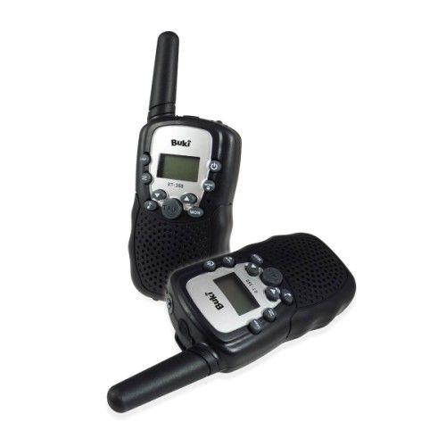 Ces talkies walkies vont donner une autre dimension à ses missions d'exploration ! Très compacts, leur forme est facilement préhensible et adaptée aux mains des jeunes explorateurs. Ils peuvent aussi l'accrocher à une ceinture. Grâce à leur portée de 3 kms, ils peuvent jouer sur une large surface en choisissant un des 16 canaux. Le mode appel propose 10 sonneries et une lampe intégrée permet même de les utiliser pendant la nuit ! Notice illustrée incluse.