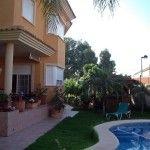 Шале в элитном районе пляжа Сан Хуан. 360м2, 5 спален, 4 ванные комнаты, гостиная, кухня, терраса, веранда, собственный бассейн, зоны ..
