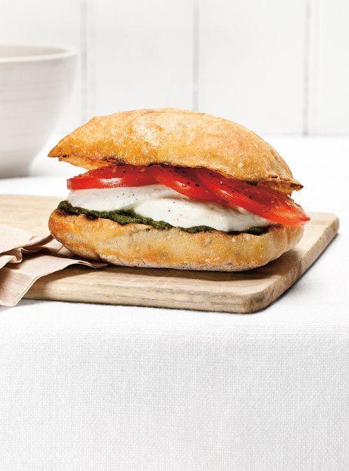 Sandwich aux tomates et au pesto Recettes   Ricardo