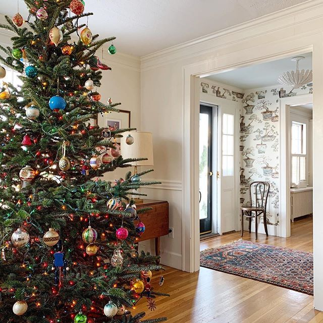 Trim Design Co Our Love Of Vintage Runs Deep For Ideas On Decorating For Chr Vintage Inspired Christmas Tree Shiny Brite Ornaments Boutique Interior Design