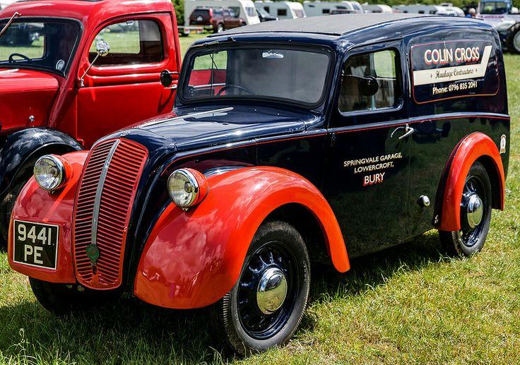 Morris 8 Van