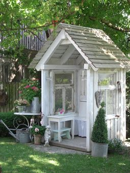 Darling and simple a garden structure rustic country for Mini potting shed