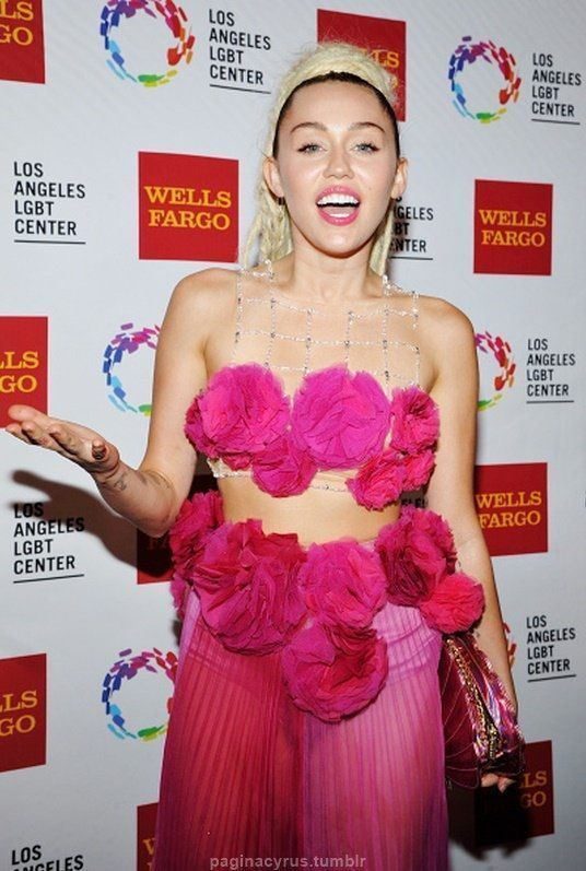 Miley Cyrus - Vanguard Awards in Los Angeles : Global Celebrtities (F) FunFunky.com