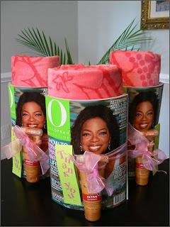 gutes Geschenk für den Lehrer zum Abschluss. Handtuch, Sonnencreme,eine Zeitschrift und ich werde noch einen Eistee zum trinken hinzufügen....