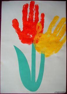Prace plastyczne - Kolorowe kredki: Kwiaty z odcisków dłoni
