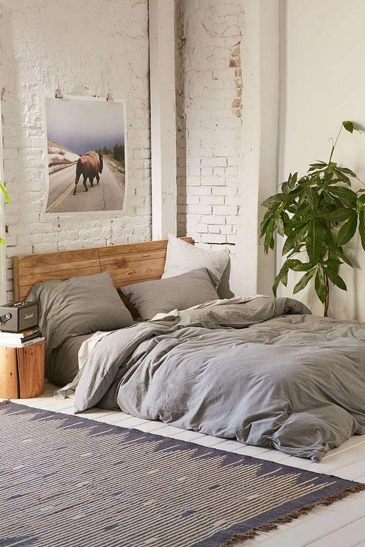 chambre lit tapis sol gris coussins plante pot