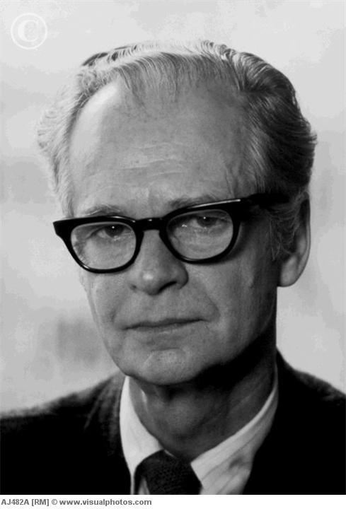 B. F. Skinner: Biography of the Behaviorist Thinker