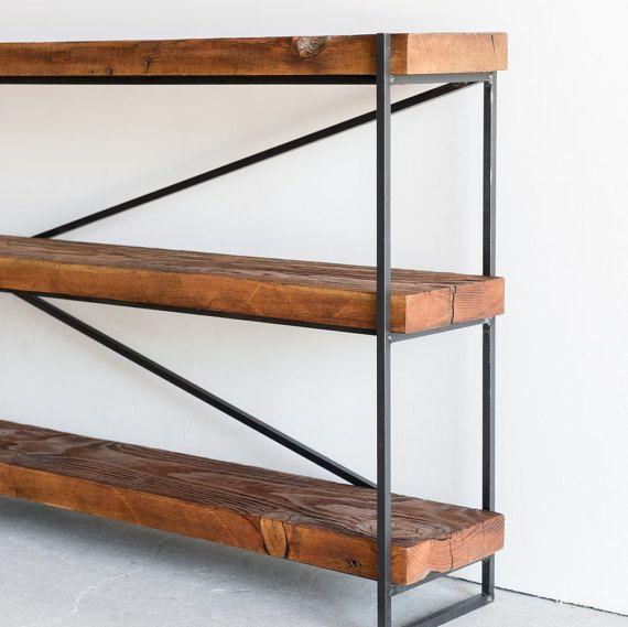 Dieses Bücherregal ist gebaut mit Altholz aus SoCal Architektur umgewidmet und Recycling-Stahl für die Basis. Handgemacht mit Altholz, das ist ein sehr elegantes Stück, mit sehr vielseitigen Features! Es hat einen solide geschweißten Stahlrahmen, der es, dass Eisen Aussehen gibt! Verwenden Sie es als Bücherregal, Konsole oder Sofa Tisch! Perfekt für einen Eintrag Weg, hinter einem Sofa als ein Entertainment-Center im Wohnzimmer, Schlafzimmer oder Büro! Abmessungen - 84 x 10 x 30 Ich mache…