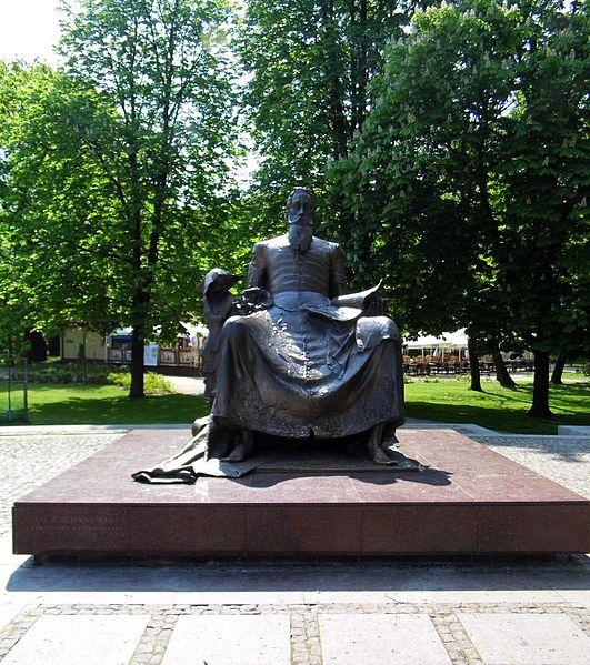 Plik:Pomnik Jana Kochanowskiego.JPG