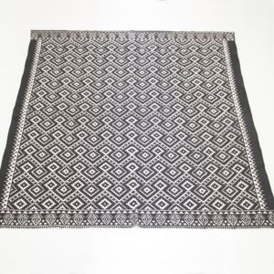 BLACK AND WHITE PATTERNED RUG QTY: 2