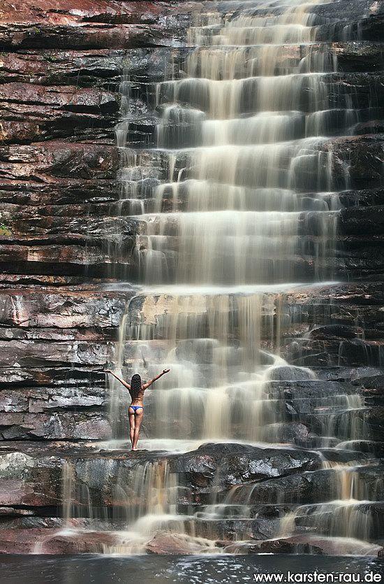 Cachoeira dos Cristais. Chapada Diamantina wurde in Brasilien, mucuge aufgenommen und hat folgende Stichwörter: Wasserfall,  Brasilien,  Chapada Diamantina.