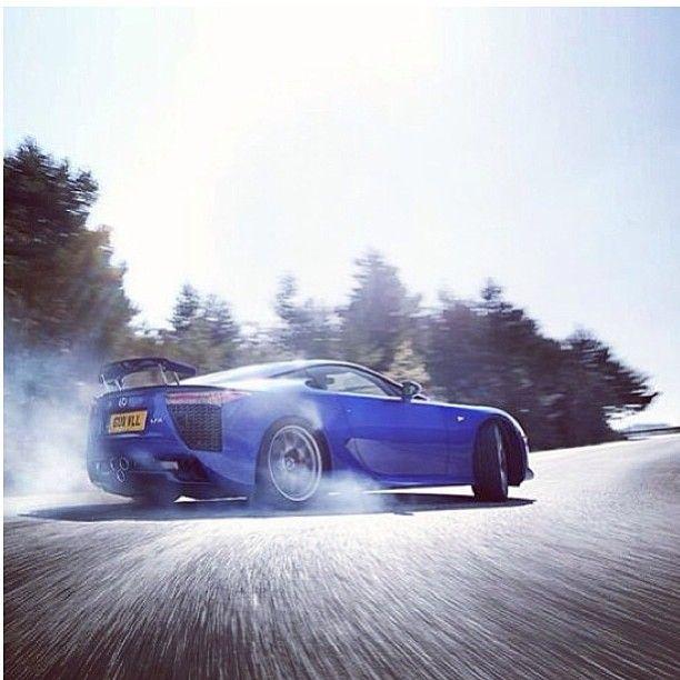 Lexus LFA drifting baby!