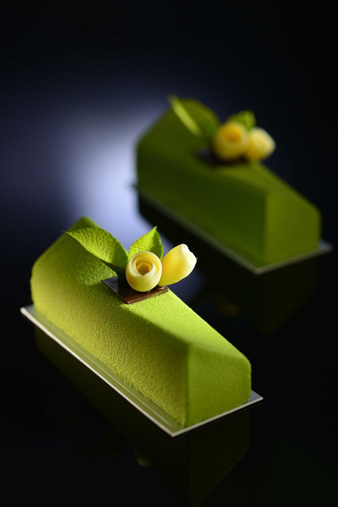 Thomas Trillion - Akina, matcha tea biscuit base with mango compote and matcha tea mousse