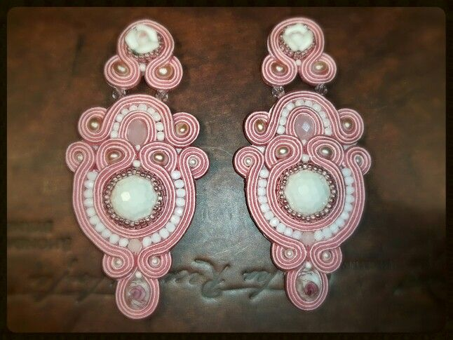 pale pink soul - earrings in soutache embroidery technique  Arona Haryo by E.M.M. aronacouture@gmail.com