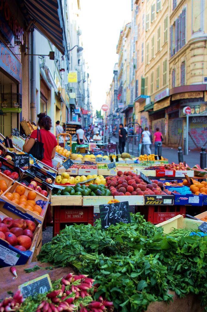 Marseille Quartier et marché de Noailles