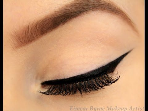 How to: Perfect Winged Eyeliner! (New Technique!) - YouTube