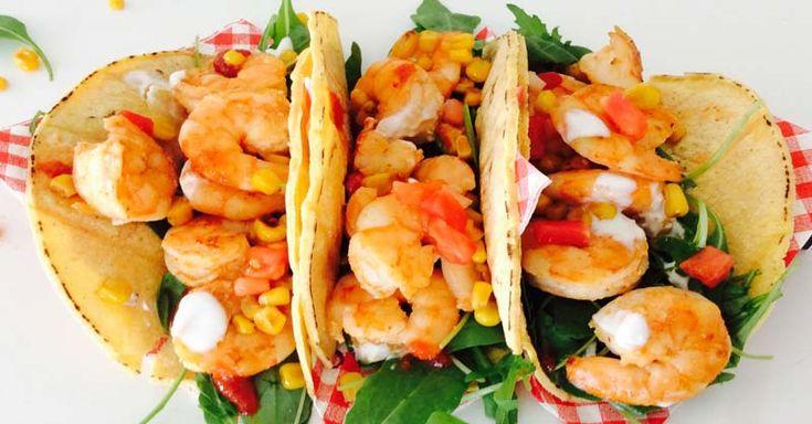 La receta de tacos mexicanos con gambas es ideal para acompañar el pescado blanco, ya sea hervido, rebosado o frito.  Es una receta muy fácil de elaborar e ideal para la época de primavera y verano. Está ideada para cuatro personas.