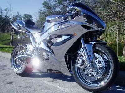 Yamaha R1 Chrome . Out of my way!