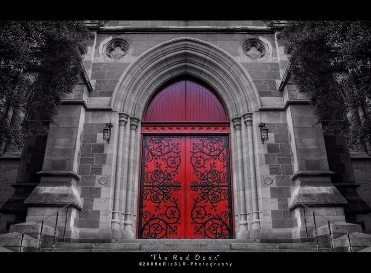 ♥: Red Doors Lov, Doors Adorable, Architecture Doors, Doors Beautiful Doors, Church Doors, Doors Close, Color Redrubi, Exterior Doors, Church House