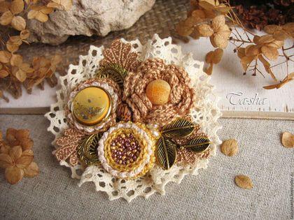 Магазин Ta-shamanka, брошь ручной работы купить, брошь в бохо стиле, цветы ручной работы, брошь золотистая
