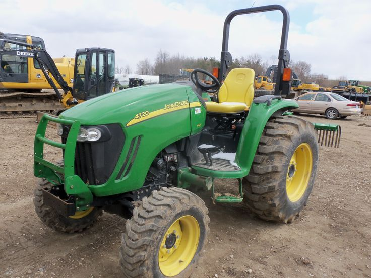 John Deere  4720 compact diesel tractor