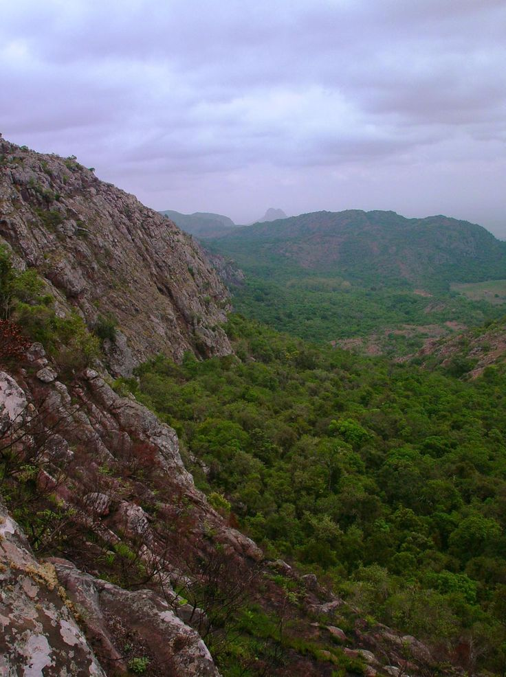 Typical terrain of Western Soutpansberg Mountains in the Lajuma area, South Africa. Some of us older hikers will remember the old Soutpansberg Hiking trail in the days when it was established as a five day backpack trail which stretched from Hanglip over to Ou Entabeni Hut. It then formed part of the National Hiking Way Board system that was intended to link the Soutpansberg with the mountains of the Cape.