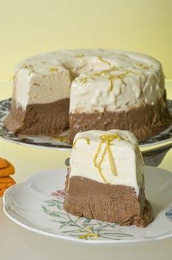 Ακόμα και οι φαν της σοκολάτας υποκλίνονται στην γευστική τελειότητα του τιραμισού, που συνδυάζει κρέμα μασκαρπόνε, κακάο, σαβαγιάρ και καφέ.