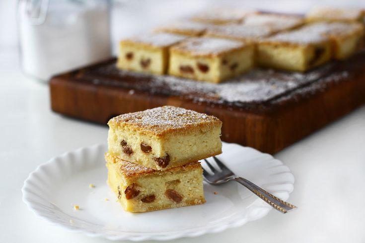 Prăjitură cu brânză dulce rețetă simplă - video. Prăjitură cu brânză dulce și stafide, rețetă video pas cu pas. Prăjitură cu brânză și foi din aluat fraged. Foi fragede pentru prăjituri și plăcinte, rețetă video.