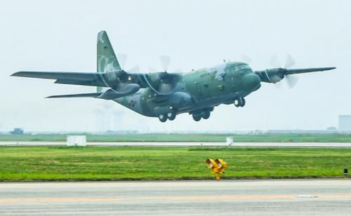 A C-130H transport plane from South Korea's Air Force left for the United States on Tuesday to join a multinational exercise.