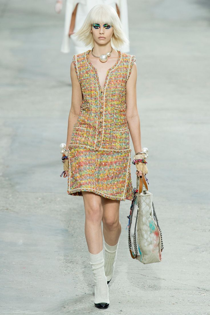 Chanel Spring 2014 Ready-to-Wear Fashion Show - Ondria Hardin