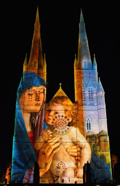 Sydney cathedral lights up for Christmas