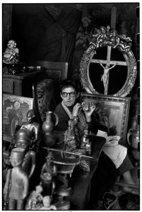 Henri Cartier-Bresson, Marché aux puces, Paris, France, 1952. © Henri Cartier-Bresson/Magnum Photos.