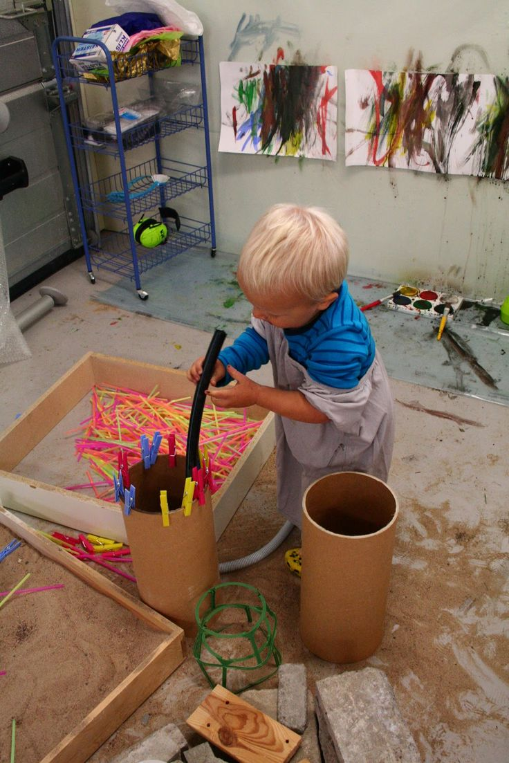 A great morning in the studio - playing, painting, squeezing, sorting, pinching, creating - Pedagogiska Kullerbyttan ≈≈ http://www.pinterest.com/kinderooacademy/atelier/