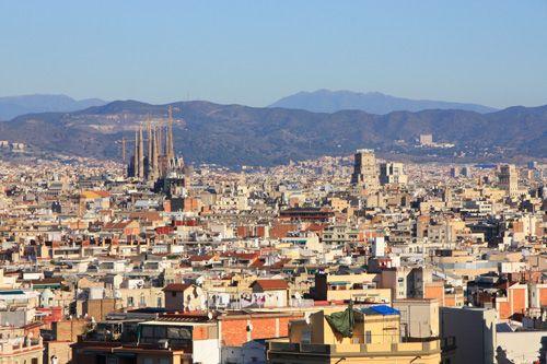 スペイン バルセロナ モンジュイックの丘からサクラダファミリアを眺めることが出来る