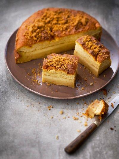 Gâteau magique aux spéculoos 100g de spéculoos 125g de beurre 4 oeufs 150g de sucre semoule 115g de farine 1 c à c d'eau 50 cl de lait 1 pincée de sel