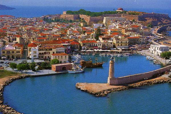 Маршрут самостоятельного путешествия в Грецию может включать…