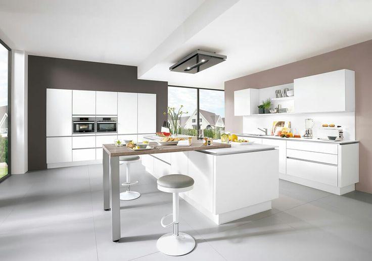 Hoogglans witte Nobilia keuken met kookeiland