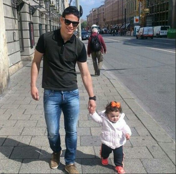 James Rodriguez and his daughter Salomé