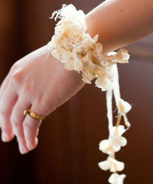 ⑨うるさくなければ付けたいです。バングルの中では1番好きです!/wedding(ウェディング)のお花のツルとかすみ草のバングル*(バングル/リストバンド)|ホワイト