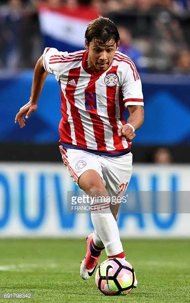 Paraguay's forward Oscar Romero controls the ball during the friendly football match France versus Paraguay on June 2 2017 at the Roazhon Park...