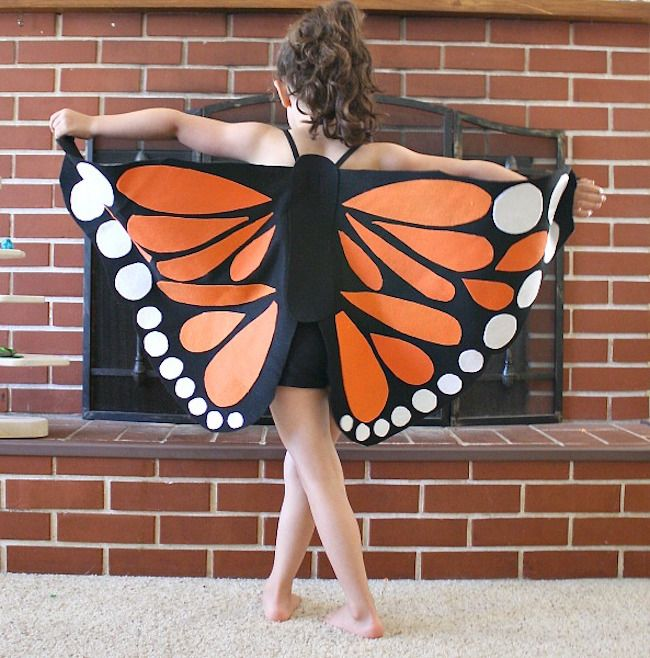 I love this DIY butterfly wings costume! Perfect for little dancers/ballerinas/gymnasts!!!