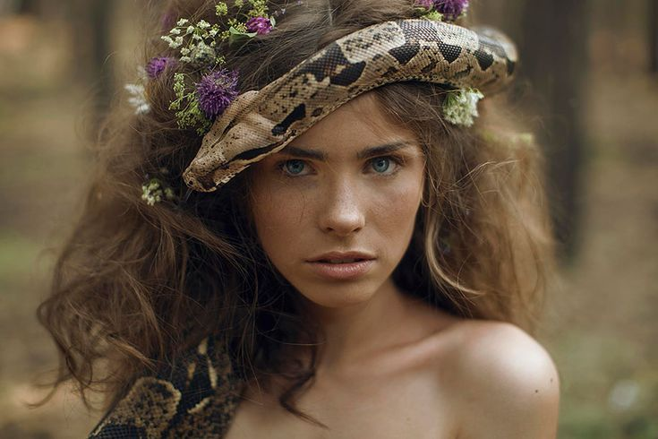 Fantastic Photographs of young girls and Wild creatures by Katerina Plotnikova Katerina Plotnikova is a young Moscow-based fine art photographer who brings animals and humans together in her spirit…