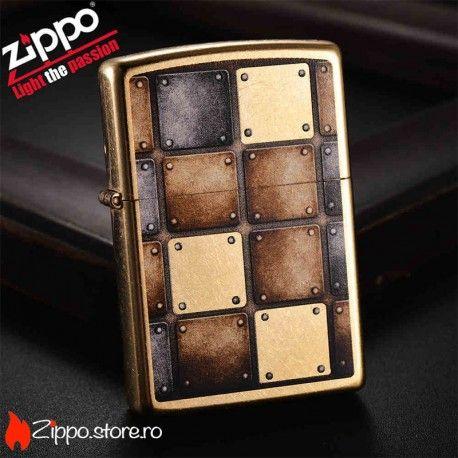 """Zippo Gold Dust Lighter este o bricheta zippo cu un finisaj auriu de alama presarat cu """"praf de stele"""" si model de carouri argintii si aurii, cu accente metalice."""