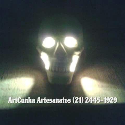 #caveira #caveiras #cranio #crânio #festa #festas #halloween #skull #meianoite #noche #macabro #heavymetal #punk #tatuagem #noite #madrugada #cemitério #cemiterio #cenografia #luzdevelas #luminária #luminaria #morto #mortos #morte #riodejaneiro #brasil