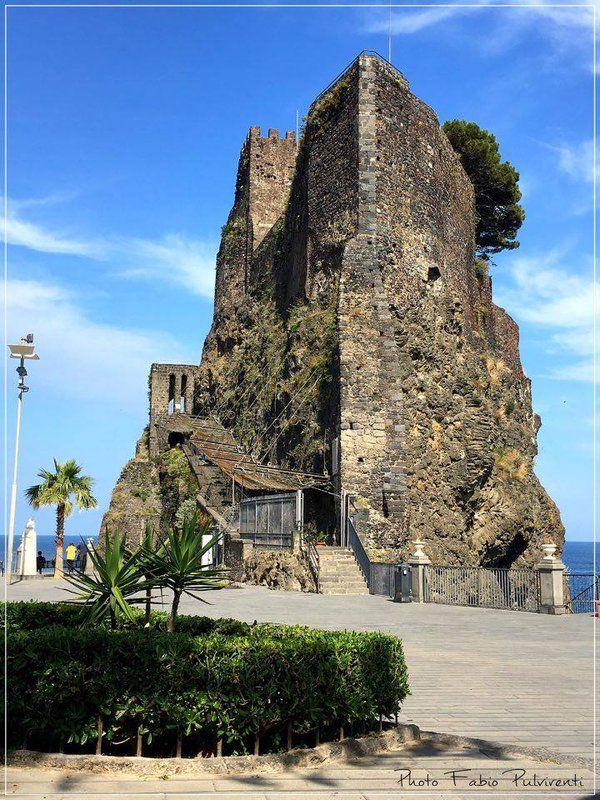 Visit Sicily (@VisitSicilyOP) Il #castello normanno di #Acicastello, oggi museo, val bene una visita ph F Pulvirenti #springinsicily #yummysicily